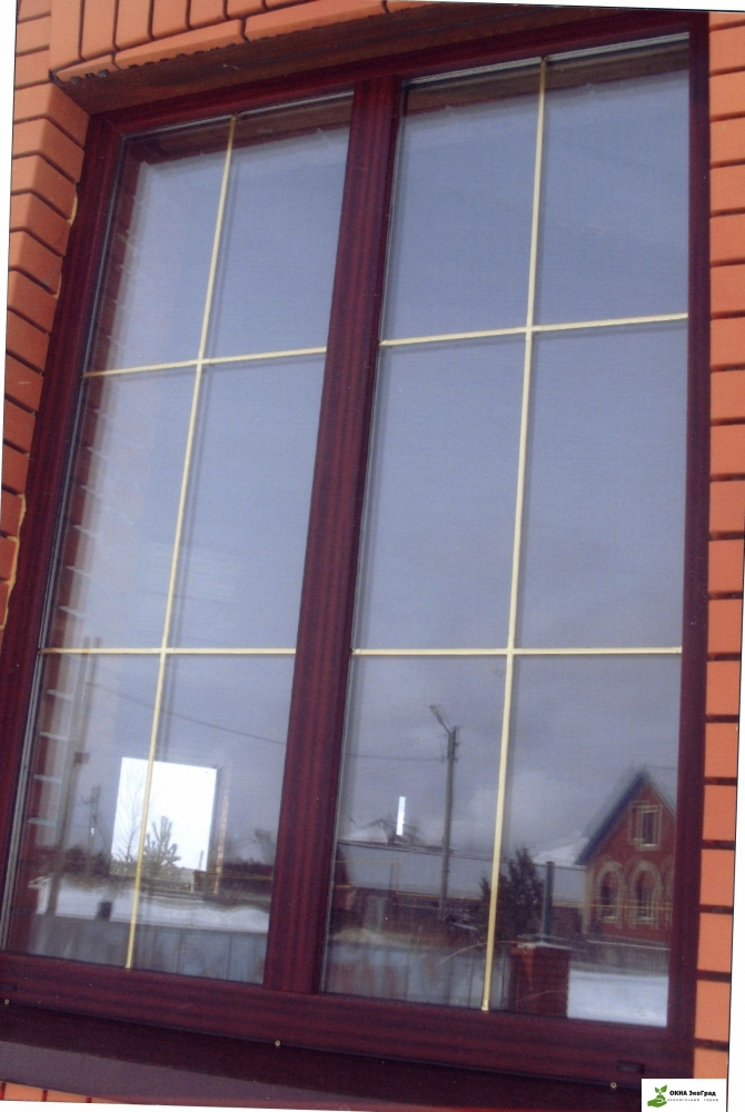Коричневые окна с золотистой раскладкой фото блоке